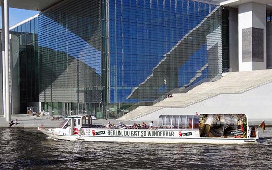 City Spreefahrt Auf Dem Wasser In Berlin