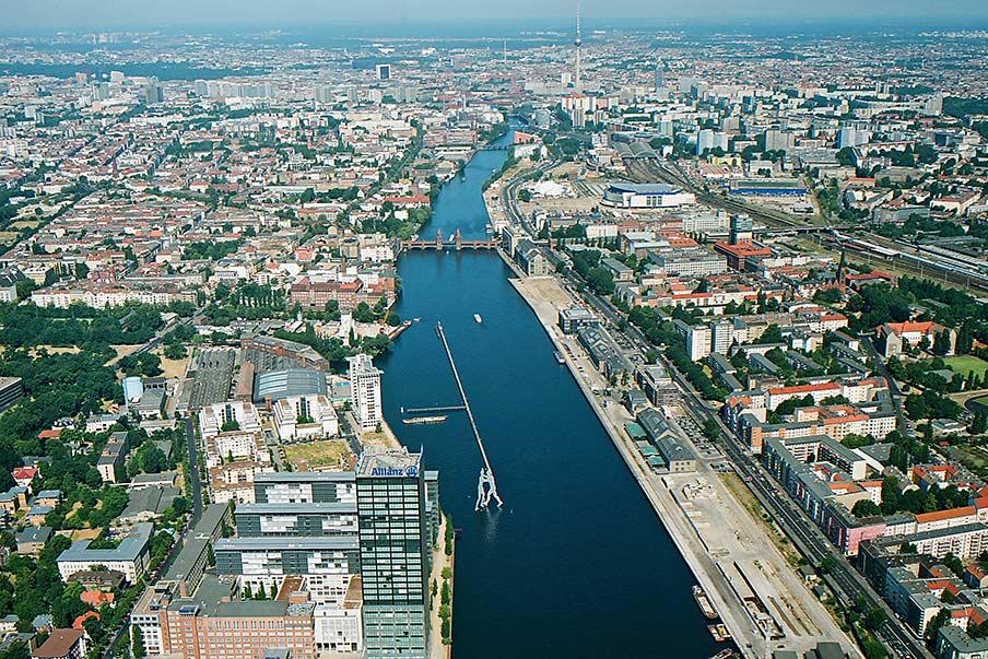 Mercedes Benz Service B >> EAST-SIDE-TOUR auf der Spree in Berlin.